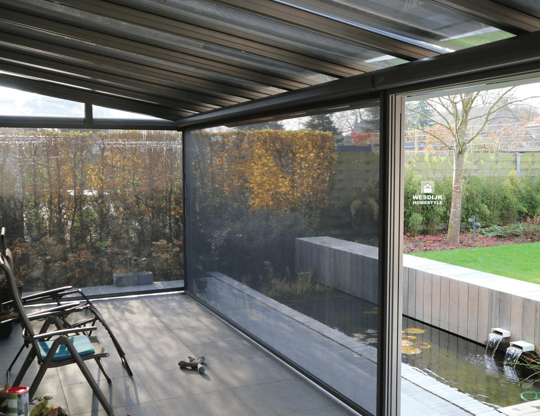 We kunnen uw tuinkamer voorzien van passende zonwering